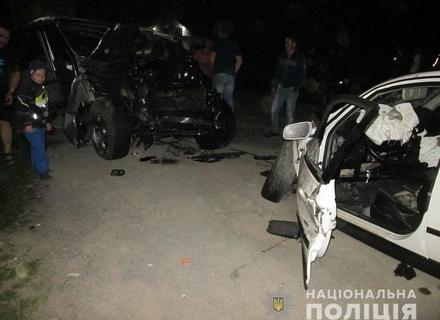 Груди металобрухту: У результаті аварії на Тячівщині до лікарні потрапили обидва водії