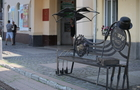 У Мукачеві встановили театральну лавицю-фотозону
