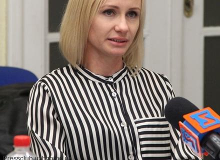 Суд підтвердив законність відсторонення від роботи ужгородської чиновниці через хабар