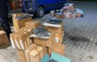 На МП Тиса затримано перевізника з 69-ма картонними коробками брендового одягу