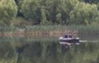 На озері в Ужгороді вдалося врятувати лебедя