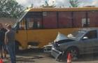 В Ужгороді легковий автомобіль протаранив пасажирський автобус