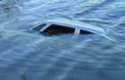 На Рахівщині автомобіль звалився в річку. Травмовано 16-річну дівчину