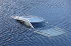 На Закарпатті автомобіль злетів у річку. Двоє людей у лікарні