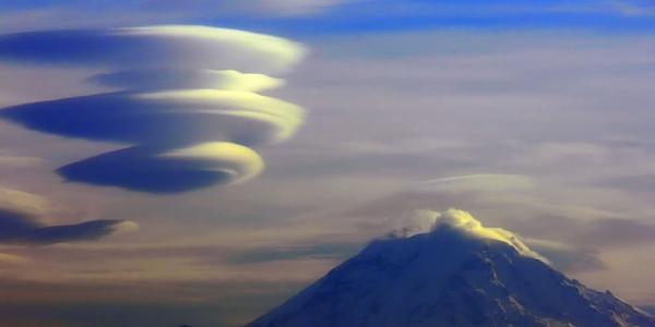 Mount-Rainer-and-lenticular-cloud