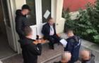 Посадовець міграційної служби вимагав хабарі від громадян ЄС за дозвіл перебувати в Україні
