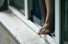 Жінка, яка випала з вікна четвертого поверху Виноградівської лікарні, померла у реанімації