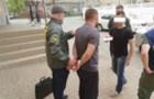 Закарпатець давав прикордоннику 14 тисяч гривень, щоб провезти безперешкодно сигарети в Угорщину. Хабарника затримали