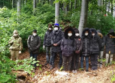 Недалеко від Ужгорода прикордонники затримали 11 азіатів