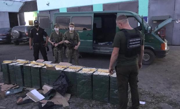 На Рахівщині прикордонники завадили спробі контрабанди сигарет, правопорушників довелося зупиняти пострілами