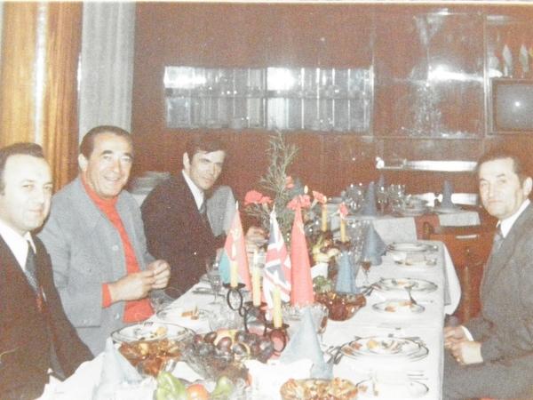 Об д у ресторан  ужгородського готелю Дружба. Р.Максвелл - у ценр  л воруч.P6020135