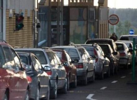 На КПП Ужгород колапс через відсутність електропостачання. Автобуси пропускають через вантажний термінал