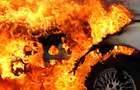 Вночі в Ужгороді від вогню постраждали два автомобіля, які стояли поруч