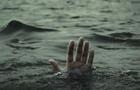 На одному з озер Мукачівщини рятувальники шукають чоловіка, який втопився