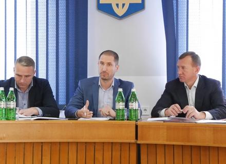 Нардеп-плавець і надалі проштовхує в Ужгороді сумнівний проект водного-комплексу