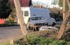 У Мукачеві автомобіль вдарився в електроопору