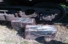 На Закарпатті прикордонники відкопали 2500 пачок контрабандних сигарет із руди