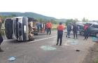 На Свалявщині перекинувся мікроавтобус, який віз на причепі автомобіль
