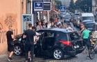 У Мукачеві автомобіль врізався в будівлю