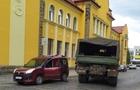 У Мукачеві військова вантажівка зіштовхнулася з легковим автомобілем (ФОТО)