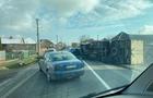 Біля Мукачева перекинулася вантажівка