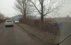 На Берегівщині зіштовхнулися два автомобіля, один з яких перекинувся в кювет. Є жертви