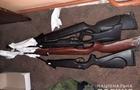 На Рахівщині троє чоловіків обікрали мисливський магазин - винесли арсенал стрілкової та холодної зброї