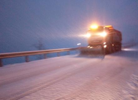 Через снігопад на Закарпатті заборонили проїзд вантажівок через один із перевалів