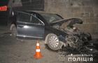 На Львівщині закарпатець на автомобілі врізався в бетонну стіну. Постраждав пасажир-іноземець