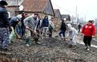 На Мукачівщині цигани самі зробили дорогу у своєму таборі (ФОТО)