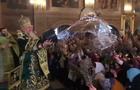 Відео дня: У Мукачеві батюшка вилив на вірян відро води (ВІДЕО)