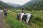 На Закарпатті автомобіль швидкої допомоги, у якому був хворий з серцевим нападом, перекинулася на бік (ФОТО, ВІДЕО)