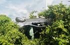 Біля Мукачева в результаті аварії один автомобіль вилетів на узбіччя і перекинувся на дах (ФОТО)