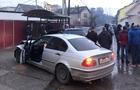 На Тячівщині автомобіль ФОРД після зіткнення з БМВ відкинуло на автобусну зупинку
