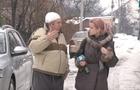 У Мукачеві на чоловіка обвалилася снігова брила разом з навісом (ВІДЕО)