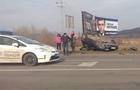 На об'їзній дорозі Ужгорода автомобіль після ДТП перекинувся на дах