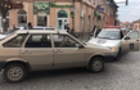 В центрі Мукачева автомобіль Служби охорони зіштовхнувся з учбовим автомобілем