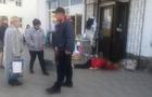 У Хусті жінка померла серед вулиці. Мешканці скаржаться на повільну реакцію медиків