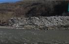 Влада безсила: На Рахівщині неможливо прибрати багатотонне сміттєзвалище з берегів Тиси (ВІДЕО)