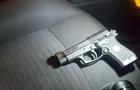 Ужгородські патрульні затримали чоловіка, який погрожував таксисту пістолетом
