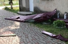 Зриває дахи: Різні райони Закарпаття атакують потужні бурі