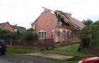 Стихія: На Закарпатті ураганний вітер зриває дахи з будинків (ФОТО)