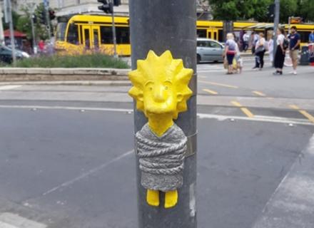Закарпатський скульптор подарував Будапешту міні-скульптуру Лізи Сімпсон