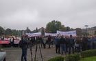 Сесія Закарпатської облради: Будівля влади заблокована мітингувальниками