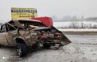 На Закарпатті через сніг десятки аварій, на перевалах чергує техніка ДСНС