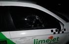 У Мукачеві закидали камінням автомобіль служби таксі LimeJet