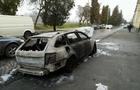 У Мукачеві спалили автомобіль невістці чоловіка, який у спортзалі погрожував мукачівцю кувалдою