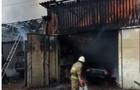 Масштабна пожежа в Міжгір'ї: Загорілися гаражі з автомобілями (ВІДЕО)