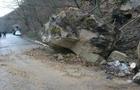 Влада Закарпаття радилася, як рятувати дорогу на Тячівщині, на яку падають кам'яні брили та сходять селеві потоки