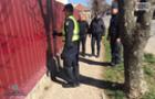 У Мукачеві поліцейські замальовували на парканах та стінах контакти наркодилерів